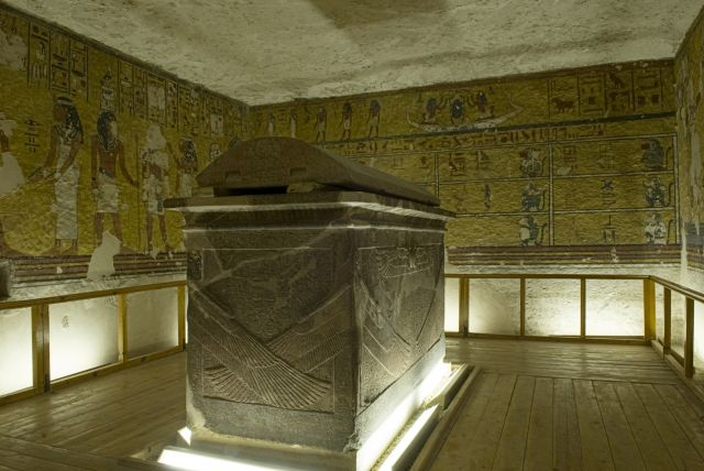 sarcophage tombe Egypte pyramide