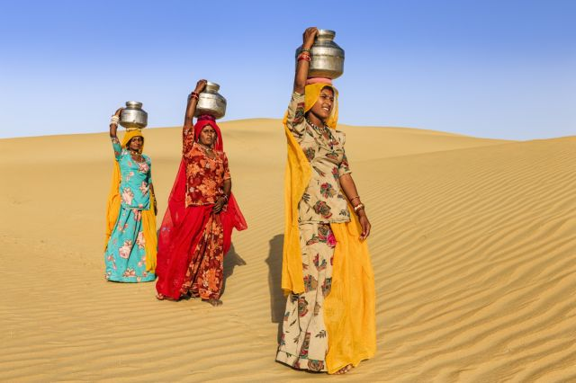 inde indien tenue traditionnelle sable desert